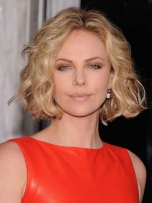 Wavy Blonde Female Tempting Short Wig